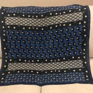 Oscar de la Renta silk blue scarf